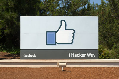 Facebook本社にある看板